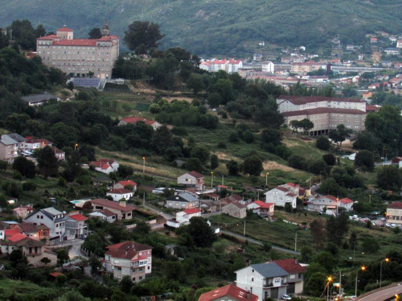 Vistas de los Seminarios Mayor y menor en la Ciudad de Ourense