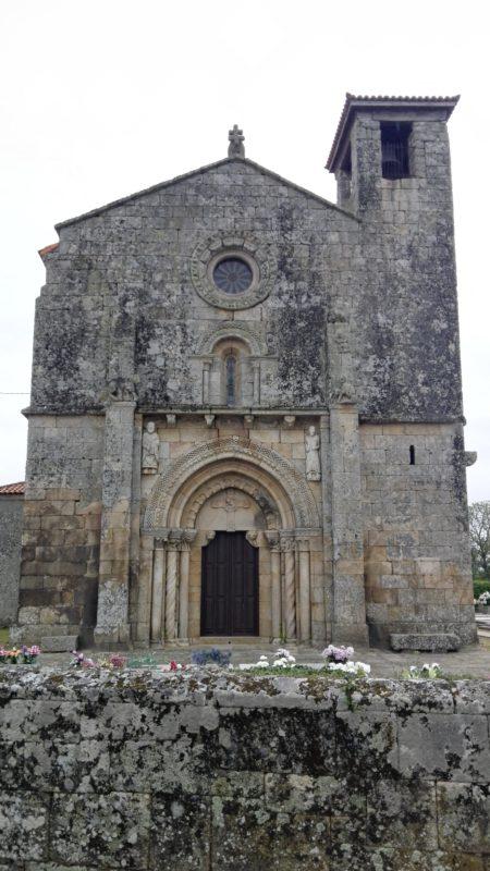 Fachada de la Iglesia Románica de A Mezquita