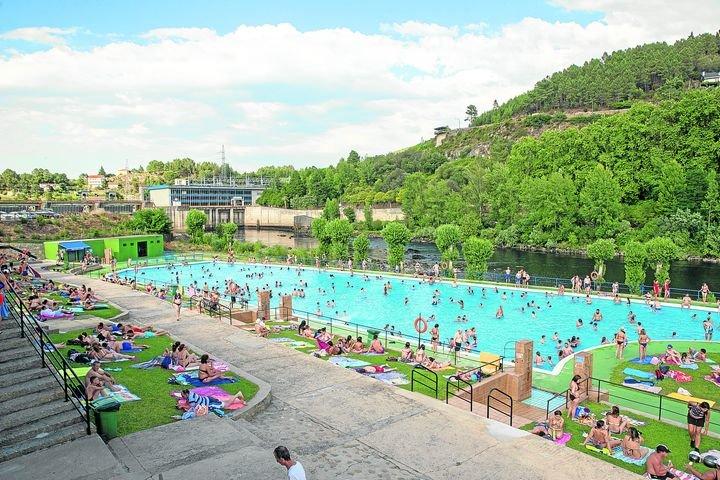 Ya están abiertas las piscinas de Oira