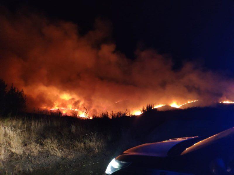 Un incendio cierra la autovía en A Gudiña