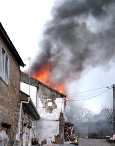 Arde por completo una casa en Dacón