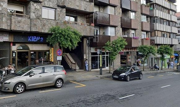 Cae desde un séptimo piso en la calle Coruña