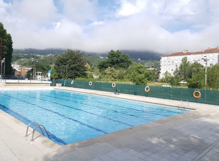 Información de las piscinas de Ribadavia