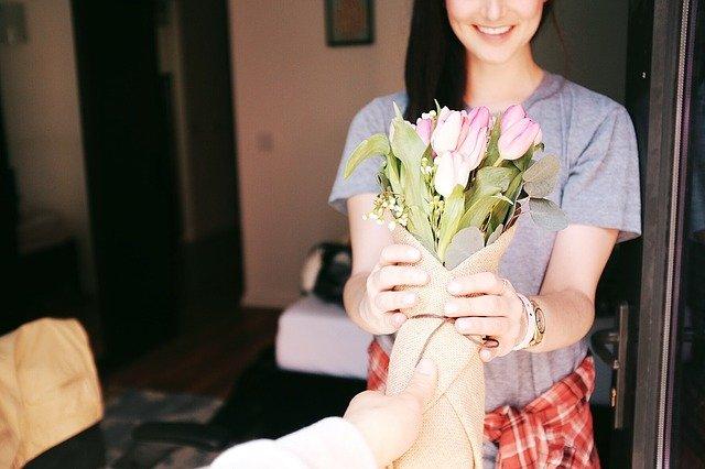 Regalar flores online es un detalle encantador